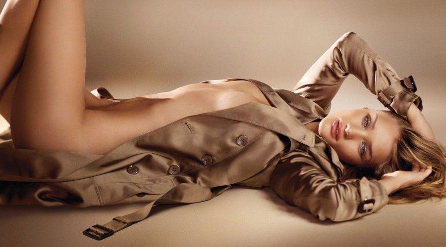 Rosie se dénude pour Burberry