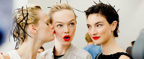 Osez la couleur grâce aux conseils de Poppy King, fondatrice de Lipstick Queen
